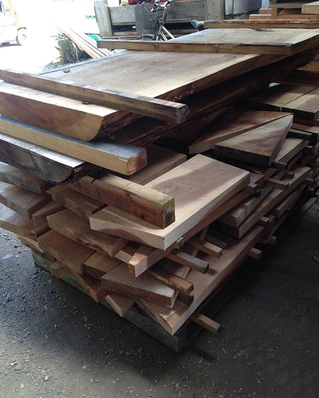 アライア、ハンドプレーン用の材よう乾いてきた(^^) そろそろ新作に挑戦!#ウッド#woodboard #KUKU#天然#乾燥#国産材#無垢材#アライア #ハンドプレーン#アウトドア #イルファーロ#インディアンイーグルヤス