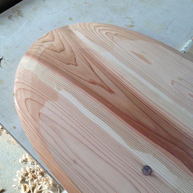 杉の美しさ無垢材ならではの木目アーティスティック#kuku #ウッドボードkuku#alaiasurfing #alaiasurfboard #アライア#木頭杉#無垢材#天然木#天然乾燥#木目#grain #indianeagleyasu @nakawood