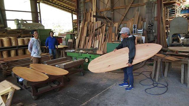 北海道から雪板職人さん来訪!ウッドボードKUKU視察木頭杉の新たな展開に!#雪板 #surfsnow #スノーボード#雪山#北海道#木頭杉#シェイプ#ブランクス#naturaldrift #powdersurfboard#遠藤さん#indianeagleyasu#ILFARO@nakawood