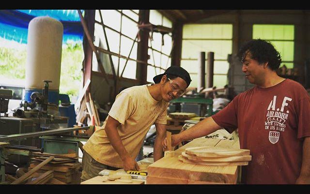 色々な技法を伝授して下さってる木工職人 泉さん。