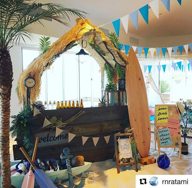 #Repost @rnratami with @get_repost・・・木製のサーフボードが徳島県から届きました!リゾナーレ熱海のロゴも入ったオリジナルです。すでにソラノビーチに馴染んでいます。#リゾナーレ熱海 #星野リゾート #ソラノビーチ#hoshinoresorts #summer#surfboard