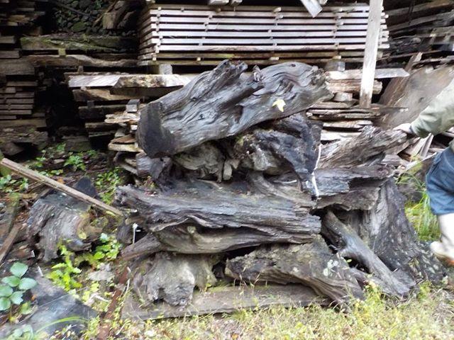 銘木 神代杉 オーラがあるこの深い色合い。いつか細工させてもらいたい(^^) #woodboardkuku #銘木#神代杉@nakawood@nakawood3