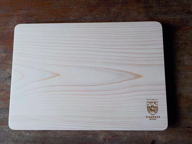 オーダー頂いてるカッティングボード、コースターを製作中!急げ〜(^^) 納期は大丈夫です!#星野リゾート#リゾナーレ熱海#カッティングボード#コースター#キッチンウェア#ひのき#木頭杉@nakawood @mebina