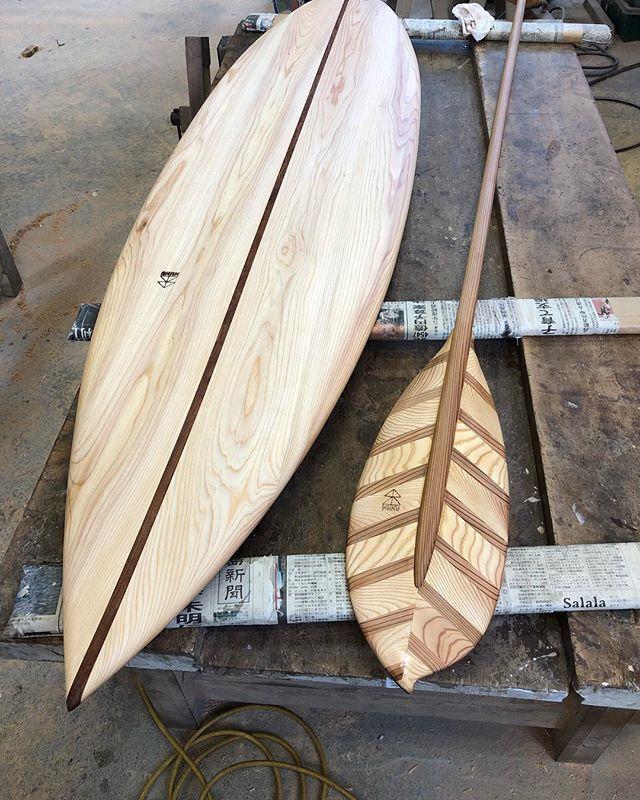 ウッドボードKUKUウッドボード、パドル続々と完成してます!自然オイル塗装で仕上げています。木目が引き立つこの瞬間がたまらない(^^) #ウッドボードkuku #woodboardkuku #木頭杉 #ウッドサーフボード #ウッドパドル #wooddesignaward2018@nakawood