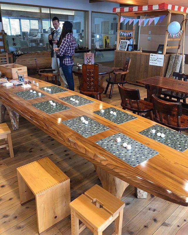 KUKUサップSUP以外でも、木育カフェのテーブルに活用されてます!子供たちのワークショップでも大活躍!春からはSUP体験会もどんどん企画していきますので、那賀町に是非遊びに来てくださいね〜(^^) #woodboardkuku #ウッドボードkuku #SUP#木頭杉 #ウッドボード #那賀町林業ビジネスセンター #木育カフェ@nakawood