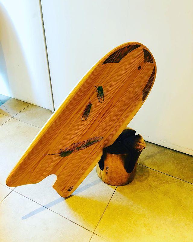 イトーキ東京イノベーションセンターKUKUトーチの焦げバージョンインテリア仕様とともにKUKUパイポボードをディスプレイ!#ウッドボードkuku #woodboardkuku #木頭杉 #KUKUパイポボード#KUKUトーチ#イトーキ東京イノベーションセンター @nakawood