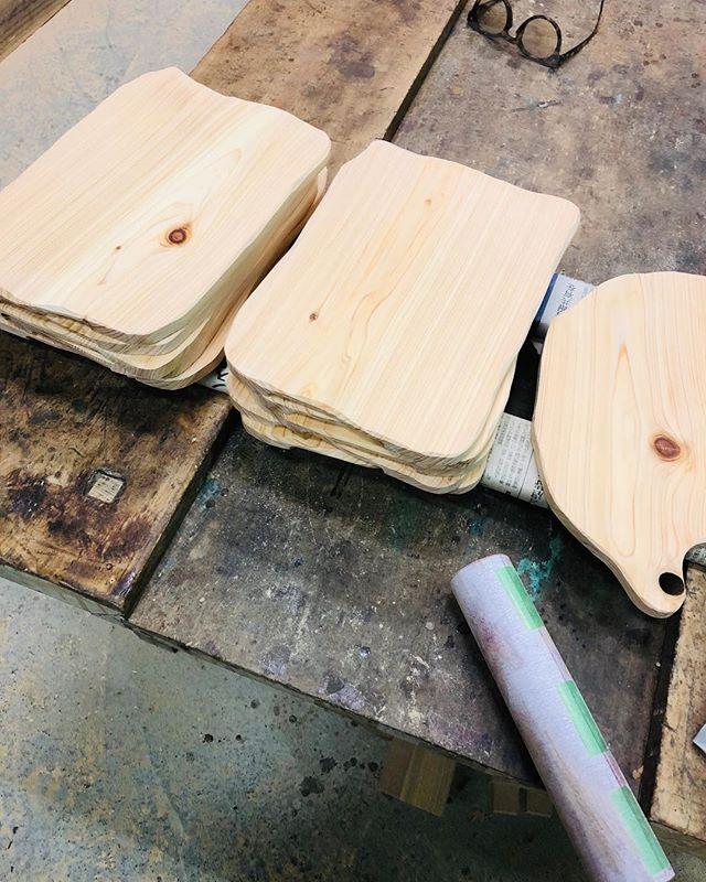 KUKUプレート那賀町ヒノキ。オーダーに応じてデザイン、サイズなどアレンジしています。#ウッドボードkuku #カッティングボード #プレート #木の皿#那賀町#ヒノキ@nakawood
