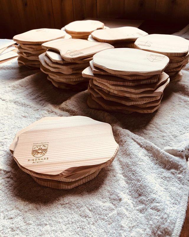 KUKUコースターオーダー分。お店のロゴをレーザー加工出来ます!自然オイル仕上げなので、安心してご使用いただけます。#ウッドボードkuku #コースター#木頭杉#天然木#自然乾燥#自然オイル#星野リゾート#リゾナーレ熱海 #環境保全@nakawood