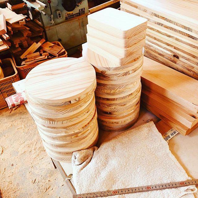 さーてどんなんが出来るかなー。パーツを作ってまーす(^^) #ウッドボードkuku #木工#木頭杉#woodworking @nakawood