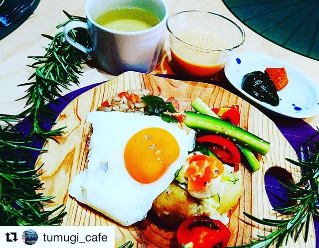 KUKUプレートたちがこんなに美味しそうな料理とご一緒させて頂きました〜。@tumugi_cafe さん、ありがとうございます!#woodboardkuku #ウッドボードkuku #KUKUプレート#徳島#阿波フード#徳島カフェ #徳島グルメ #徳島ランチ #徳島県 @tumugi_cafe @nakawood