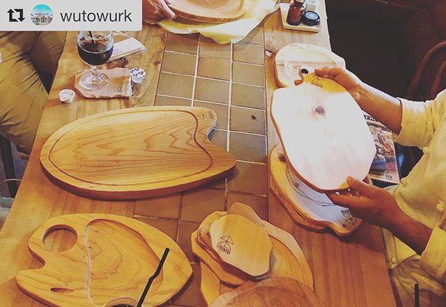 """ハンバーグといえばここ!徳島阿南にあるwutowurkさんにお邪魔しました。近くにお越しの際には、是非召し上がってくださいね〜。ハンバーグの他にも旬の徳島食材を使ったお料理もおすすめ〜(^^)#Repost @wutowurk with @get_repost・・・____・・ """"旅サラダ""""ご覧いただけましたか?紹介して頂いた新野木材サン、取材にご協力頂いたお客様に感謝です。ありがとうございました ・・先日、徳島の誇る木工職人nakawoodさんとお会いしました🌳木頭杉を使ったコースターやボード.*・゚一つ一つ形が違うのも木目を生かした職人さんの技、♡を感じます。表情豊かなKUKU=木の皿に合わせると家ごはんがいつもより美味しそうに見える^^* .*・゚nakawoodさんKUKUに注目です✧ .゚・*.・・#木頭杉#木の器#nakawood#kuku#ウトウークプレート"""