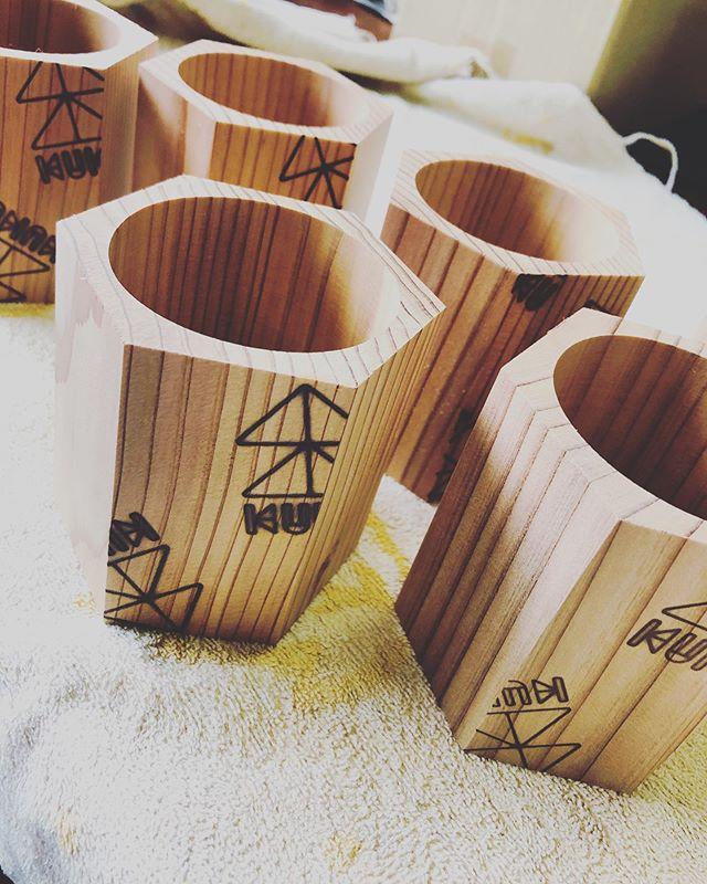 KUKUカップオーダー分。焼印完了(^^) ペン立てにしたり、エアプランツを入れたり、インテリア用途としても活用できますよー!#woodboardkuku #ウッドボードkuku #木頭杉 #カップ#焼印#とくしま木づかい県民会議 @nakawood