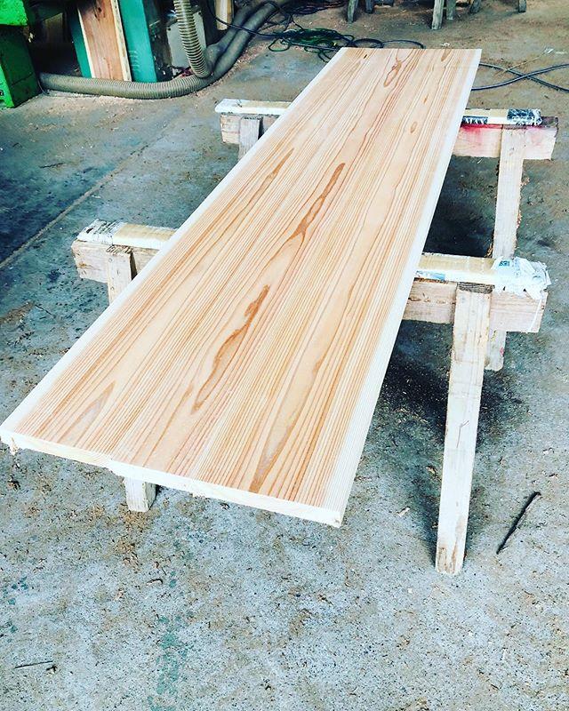 KUKU alaia surfboardアライア用木頭杉ブランクス色合い、木目のバランスを厳選し剥ぎあわせています。#ウッドボードkuku #woodboardkuku #alaiasurfing #alaiasurfboard#木頭杉 #wood#山川海をつなぐ @nakawood