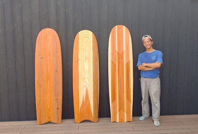 KUKUアライア木頭杉サーフボードアライアという原始サーフボードに現代のサーフボードの性能を取り入れアップデート。ボトム(ボード裏)に秘策あり!興味ある方はホームページをご覧くださいね〜#woodboardkuku#ウッドボードkuku #木頭杉#alaiasurfing #alaiasurfboard #木目#woodsurf @nakawood
