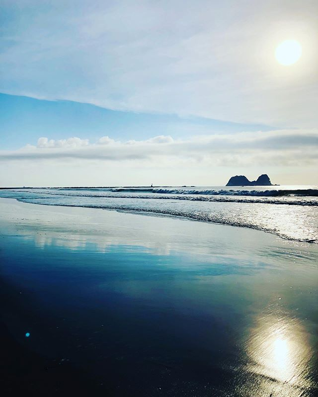 GOOD MORNING(^^) #woodboardkuku#alaiasurfing #alaia#sup#sup#beach #sunrise #yoga@indianeagleyasu @nakawood