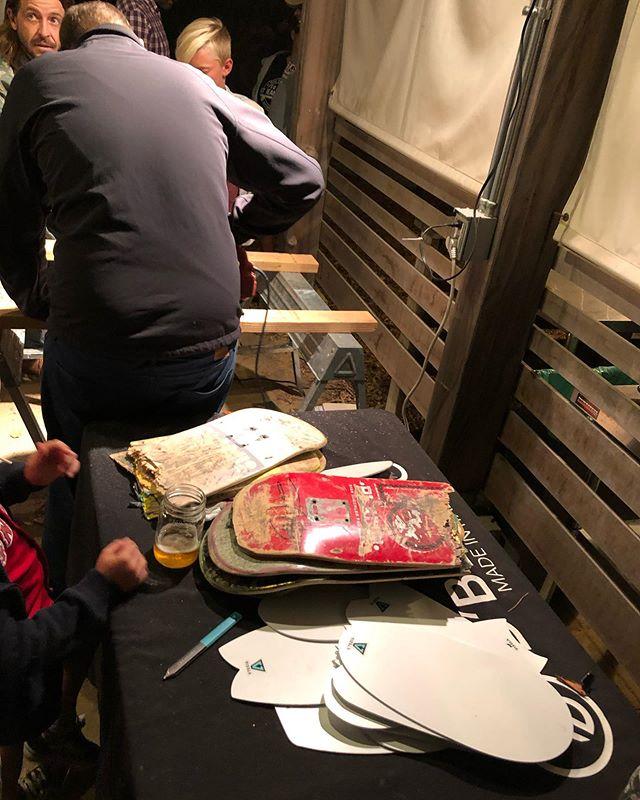 ハンドプレーンワークショップupcycle contestの会場では、折れたスケボーからハンドプレーンを作るワークショップが開催されてました。スタッフに代わり私もお客様に指導することに。翌日は、早速、アライア・ハンドプレーン体験!#woodboardkuku#vissla #upcyclecontest#handplane #california#orengecounty #sandiego @yoshinari_noda @nakawood @reikopeanuts
