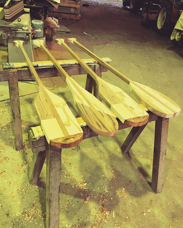 KUKUパドルインテリア、ディスプレイにもおすすめ!木頭杉の様々な部位を使用。パドルの機能性、デザイン性も考慮したパーツを作成。経年変化も想定して剥ぎ合わせています。#woodboardkuku#木頭杉#パドル#woodpaddle #インテリア#ディスプレイ@nakawood