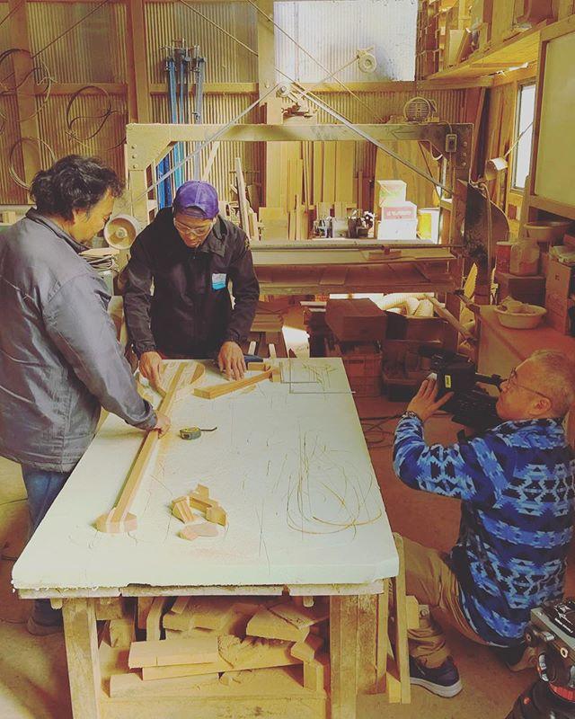 クールジャパンアワードを受賞した方々を世界に紹介する番組が放送されることに!撮影隊がKUKU工房にお越しくださり、製作風景やブランド紹介などの撮影をしました。放送日などが決まり次第、ご報告しますので、お楽しみに!#woodboardkuku#木頭杉#地域おこし #地方創生#環境保護 #山川海をつなぐ #ウッドボード#sup #surf#alaiasurfboards #paddle @nakawood