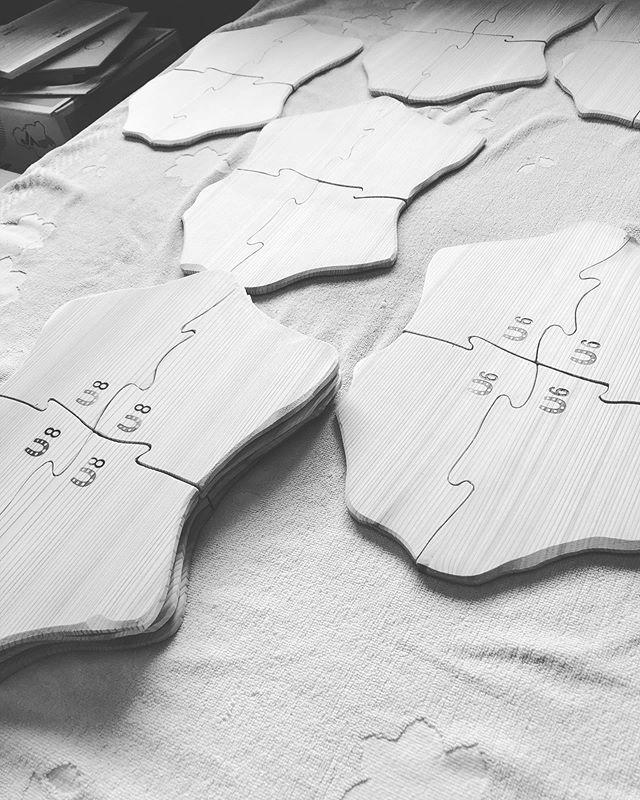 KUKUプレートの新たな展開レストランさんとのコラボ企画。お客様が笑顔になれるような作品を目指して!#woodboardkuku#woodtray #woodplate #木頭杉#木の皿#パズルの皿#四国 #徳島カフェ @wutowurk @woodboardkuku @nakawood