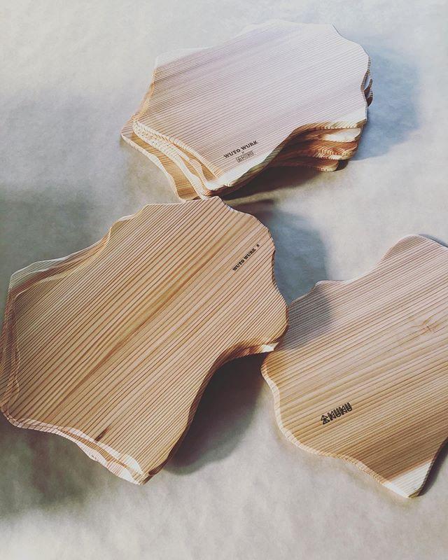 "KUKU""shikoku""プレート厚み8㎜の薄手のプレート。A4サイズA5サイズがあり、軽量なので、色々な用途にご使用いただけます。徳島の老舗ハンバーグレストランのウトウークさんでご使用して頂きます^_^#woodboardkuku#木頭杉#木の皿#woodart #woodworking #woodtray #woodplate #四国#徳島カフェ #徳島グルメ #cafe#restaurant @nakawood @wutowurk @woodboardkuku"