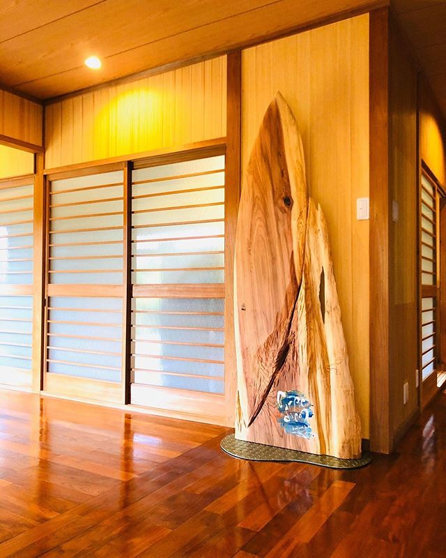 http://cjcasa.jp/光栄なことにこんな素晴らしい施設に展示されてます^_^#woodboardkuku#木頭杉#woodworking #woodsurfing #woodcarving #woodart #interior #display #奄美大島#与路島#クールジャパン2019 #cjcasa #aoao @nakawood @woodboardkuku