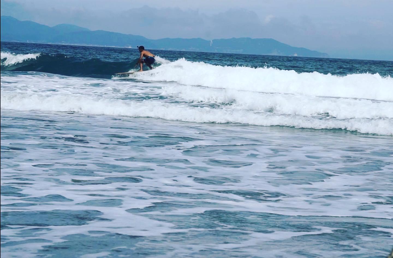 KUKU ALAIA淡路島を背景に初めてのGOPROにチャレンジ!が、録画ボタンの押し忘れ。。。これからilfaro surf YouTubeチャンネル登録宜しくお願いします^_^#ilfarosurf#イルファーロサーフ#woodboardkuku#alaiasurfboard #woodsurfboards #beachlife #gopro#初心者@indianeagleyasu @rustic8948 @moonjelly_official