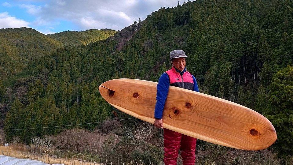 木頭杉の一枚板からハンドシェイプで製作のWoodBoard
